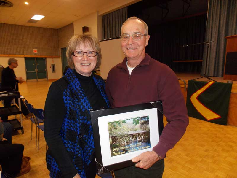 Diane Luke presents Gord Pennington with Life Membership